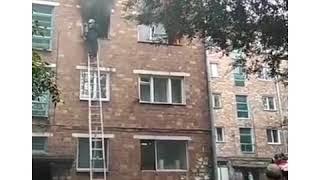 В Абакане из огня спасли двух человек