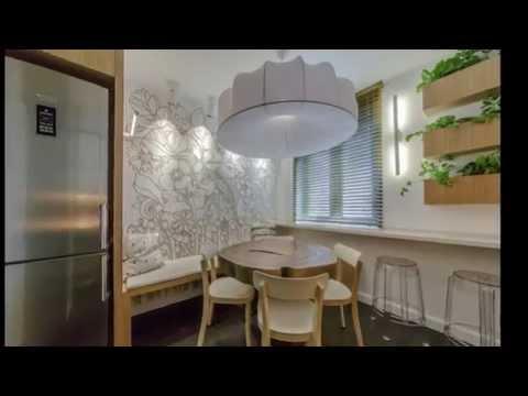 Дизайн маленькой кухни 12 кв.м в бело коричневом цвете.