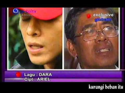 ARIEL noah menangis menyanyikan lagu Dara ketika di rutan kebon waru 01-06-2011