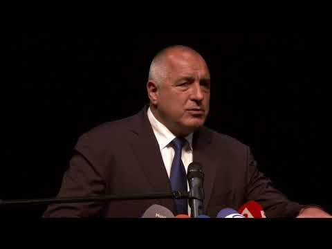 """Бойко Борисов: Доволен съм да видя, че Европа се връща на световната сцена на технологиите и влага средства в дигиталното бъдеще. Държавите, които притежават суперкомпютри и развиват дигиталните си технологии, рязко ще напреднат през следващите години. Надявам се международната конференция """"Формиране на дигиталното бъдеще на Европа"""", която открихме днес в София, да е началото на тези процеси на континента."""