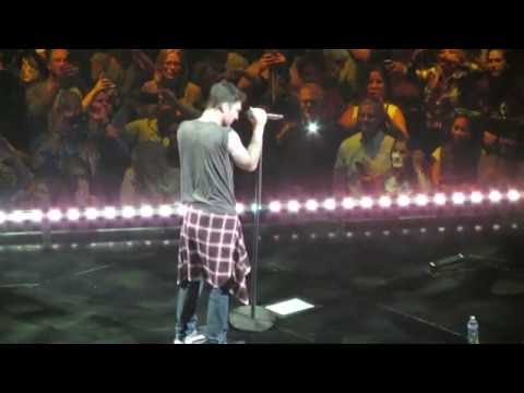 Don't Wanna Know - Maroon 5 LIVE @...