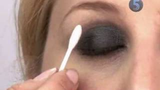 How to create a smokey eye effect Thumbnail