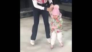 Татьяна Навка с мужем и дочерью катаются на коньках