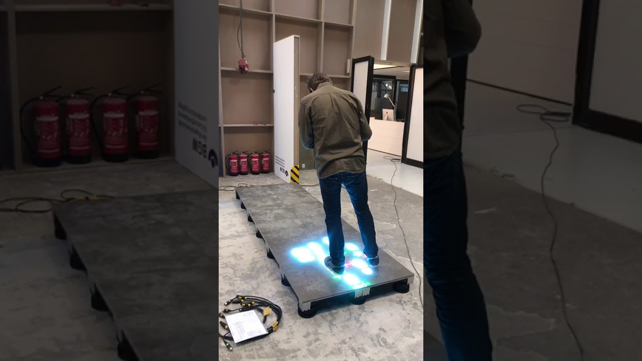 Projection interactive floor screen
