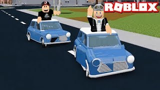 We're fighting with tiny cars! They Chased Us - Roblox Car Crushers with Panda 2