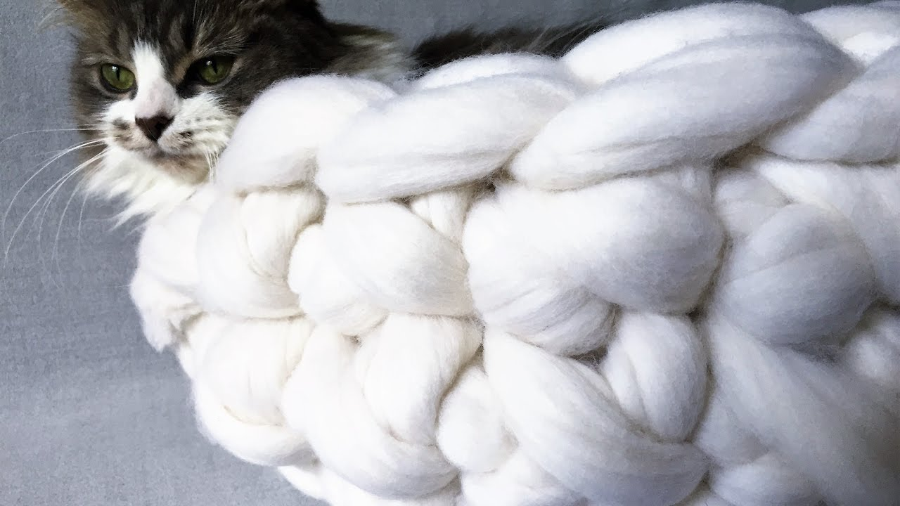 How To handknit a cat bed / Extreme Merino Wool Knitting - YouTube