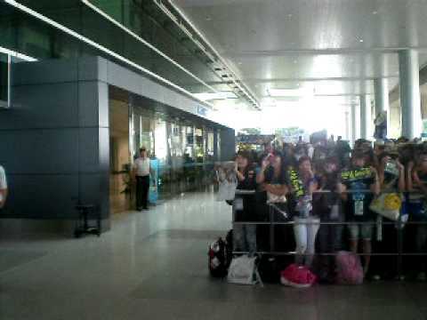 110507 Tan Son Nhat Airport  Waiting for Super Junior for ss3 VN