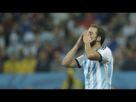 """Why Higuain is the """"cursed"""" player - Oh My Goal"""
