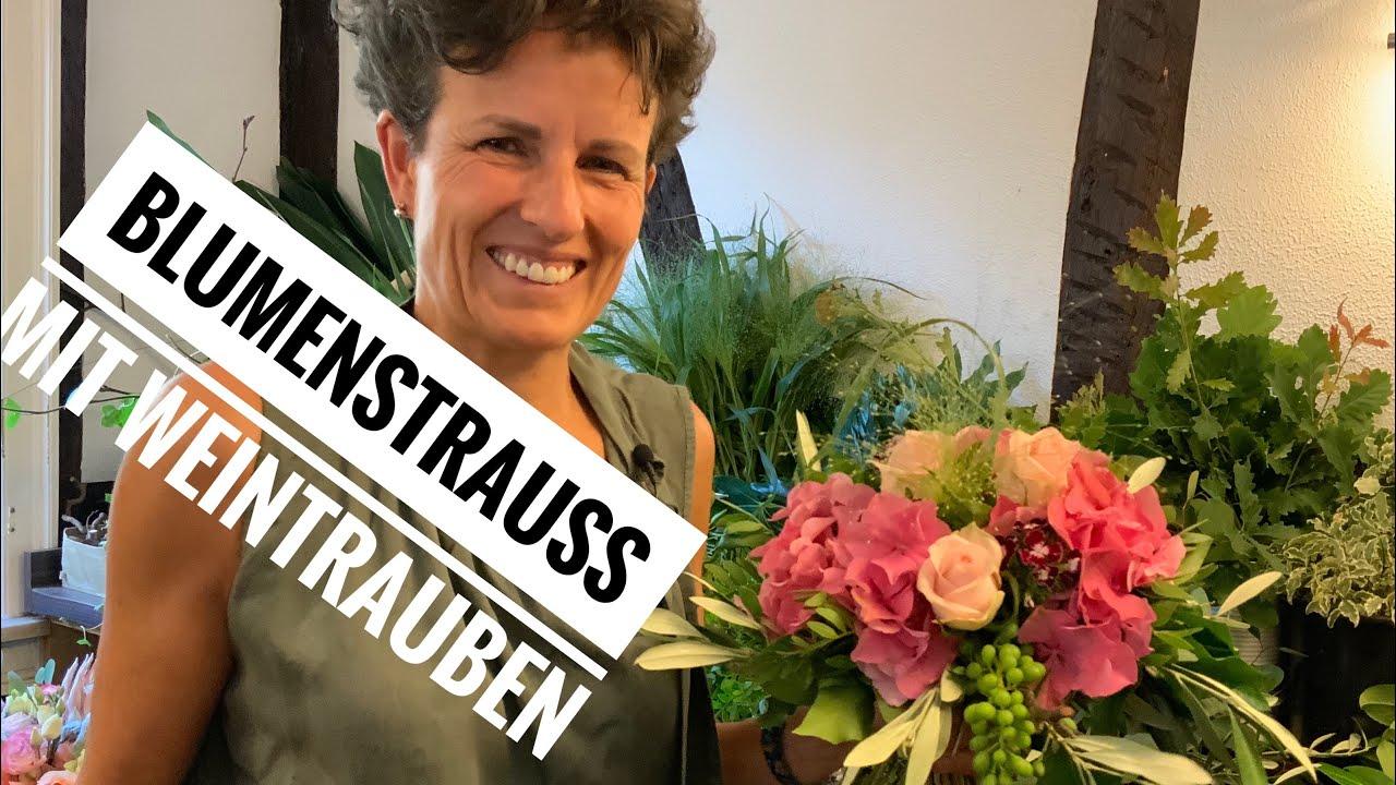 Hortensienstrauss mit Weintrauben selber binden DIY Dekoidee Naturdeko Floristikanleitung von Margit