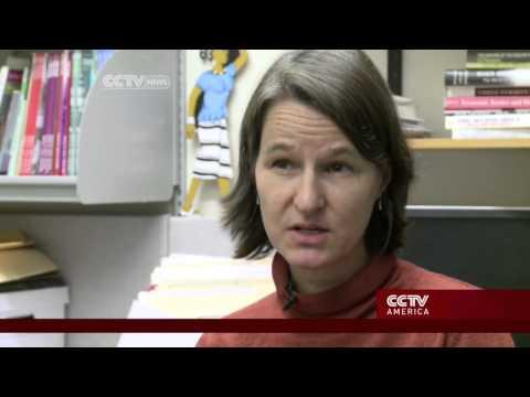 Older U.S. women struggle to find jobs