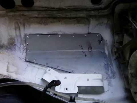 Ремонт кузова Ауди 100 площадка под аккумулятор.