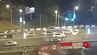 Массовое столкновение автомобилей класса люкс на второреченском мосту попало на видео
