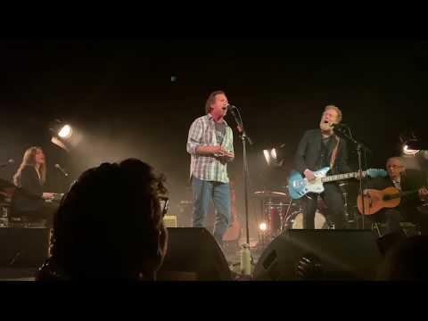 """Glen Hansard & Eddie Vedder - """"Smile"""""""