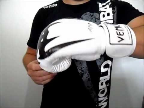 a7fc81fba Luva de Boxe e Muay Thai Venum Giant - Branco - YouTube