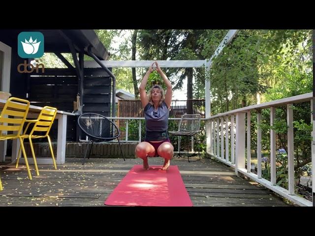 Do-In Yoga Qi-Flow Salutation staand: balanceren en stabiliseren