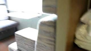 カシオペアスイートメゾネットタイプのの室内は1階がツインの寝室、2階...