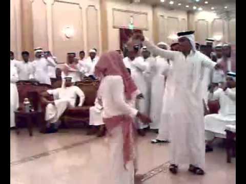 ولد سعودي يرقص مصري thumbnail