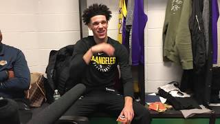 Lonzo Ball can't stop laughing as cameras film him eating in locker room | ESPN