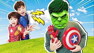 아빠가 슈퍼히어로 무기를 훔쳐갔어요! 지환이의 슈퍼히어로 변신놀이 Superhero Pretend Play Hide and Seek