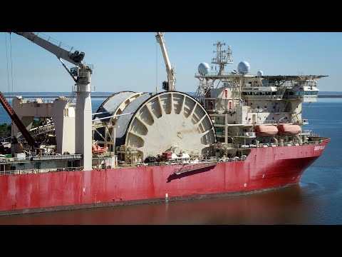 Massive Pipe-lay Vessel Spooling up Pipe