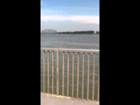Walking along the Louisville, KY riverfront//Travel Vlog #1