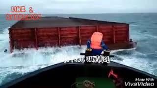 Download Video Menyeramkan !!! Seorang Pelaut Nekat Loncat Ke Laut !!! MP3 3GP MP4