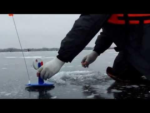 Зимняя рыбалка на жерлицы. 22.11.2014 г. Затон на р. Сура. Ловим щуку. смотреть в хорошем качестве