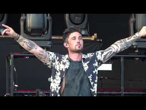 "Michael Ray in Kansas City ""Think a Little Less"" 5/26/17"