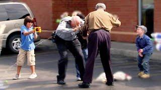 Police essaie d'intimider des enfants!