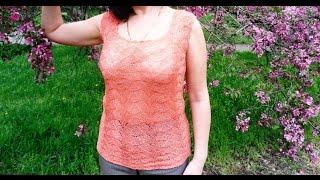 Вязание ажурной летней майки с рельефным узором спицами.