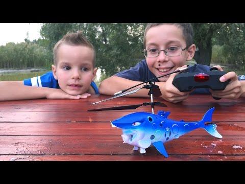 Игрушечный вертолет АКУЛА с мыльными пузырями и Игрушка летающий Superman Обзор. Игрушки для детей
