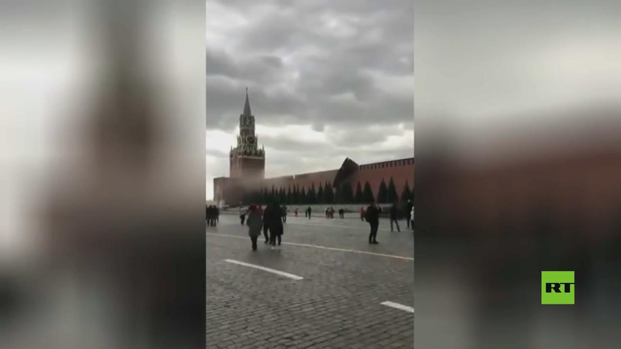بالفيديو.. رياح قوية تعصف بأحد أسوار الكرملين في موسكو  - نشر قبل 5 ساعة