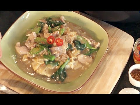 """Rad Na"" Rice Noodles w/ Gravy Recipe ราดหน้า - Hot Thai Kitchen"