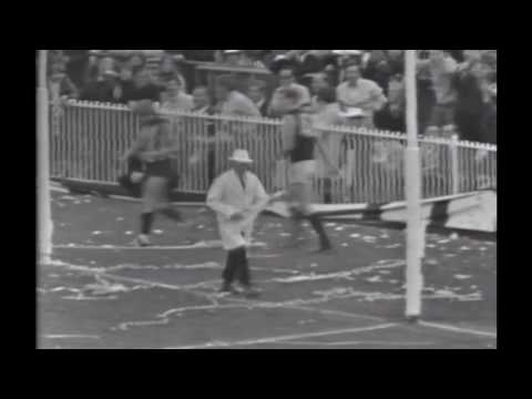 Harry Beitzel radio commentary on top of vision from 1970 Grand Final - Jezza bouncing goal