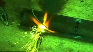 Как правильно и быстро начинающему сваривать трубы ацетиленом(В этом видео я покажу как варить черные стальные трубы газосваркой (кислород-ацетилен). ГАЗОСВАРЩИК32.РФ., 2014-07-02T11:32:45.000Z)