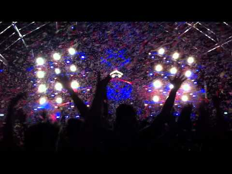 EDC 2012 Las Vegas - Dash Berlin's set - W&W - Nowhere to go - Confetti explosion