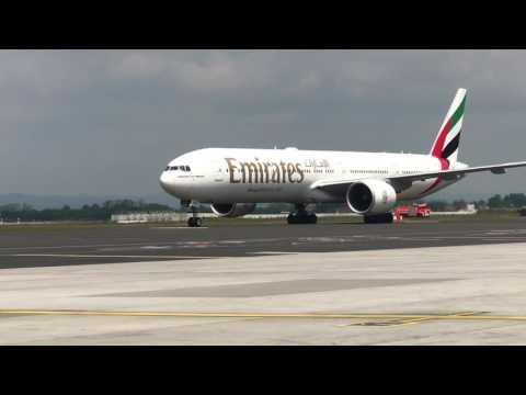 FIRST EVER EMIRATES 777-300 LANDING IN ZAGREB CROATIA 🇭🇷!!!