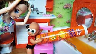 Фото ВИТАМИНЫ МАМЫ ДЛЯ ВАННЫ! Шипучая ванна для Макса😂 Катя и Макс веселая семейка сериал живые куклы