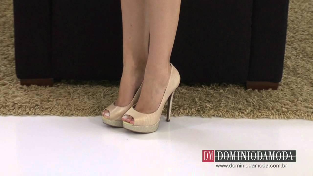 a2b47b3a79 Sapatos Femininos  Scarpin Peep Toe Meia Pata Biondini Couro Bege 7873739 -  Domínio da Moda - YouTube