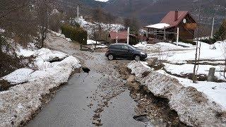 U Zaselju poplava oštetila asfaltni put