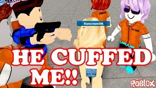 Roblox / HE CUFFED ME!! / Prison Life / GamingwithPawesomeTV