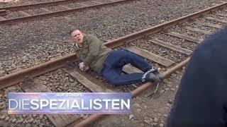 Er will ein Zeichen setzen! Aber warum auf den Schienen? | Auf Streife - Die Spezialisten | SAT.1 TV