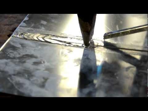 Het solderen van zinkplaat.