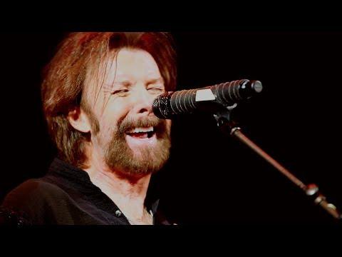 Ronnie Dunn plays Grown Damn Man on George Strait Tour