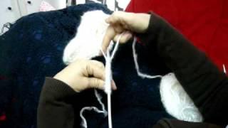 Repeat youtube video Echar los puntos para hacer patucos de bebé.MOV