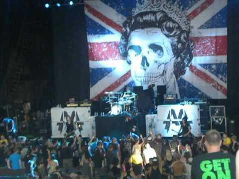 asking alexandria live opening
