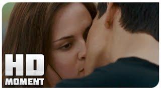 Джейкоб целует Беллу - Сумерки. Сага. Затмение (2010) - Момент из фильма