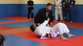 Gambar cover Joe Moreira - Knee On Belly Defense detail