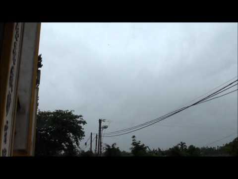 Thả diều trong mưa bão