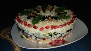 Салат с курицей, грибами и черносливом